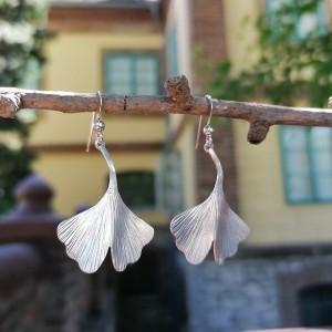 Ezüst ginkgo fülbevaló