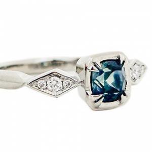 Zafír gyűrű fehéraranyból gyémántokkal